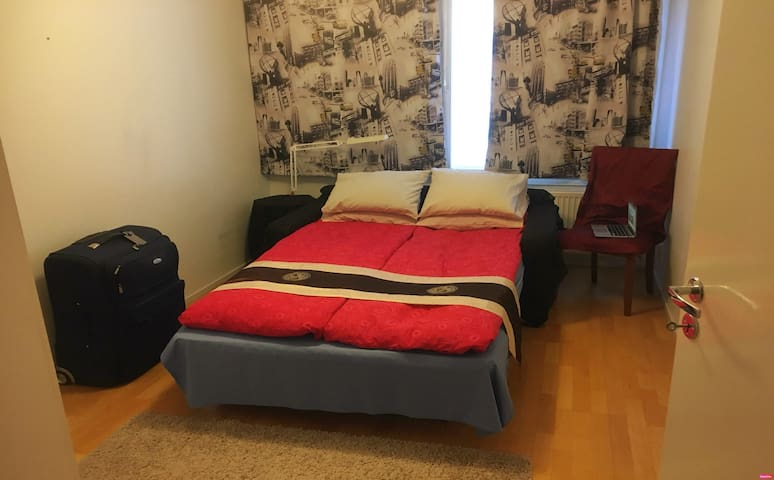 NEW! Room by tram, Seafront promenade and Sauna!