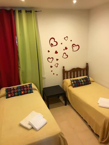 Dormitorio dos camas 90cm