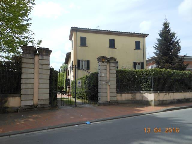 Alloggio in villa seicentesca - Chiesina Uzzanese - Leilighet