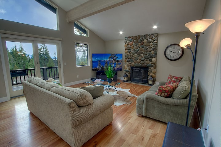 Wonderful home on the golf course with private hot tub and partial lake views (IVH1050)