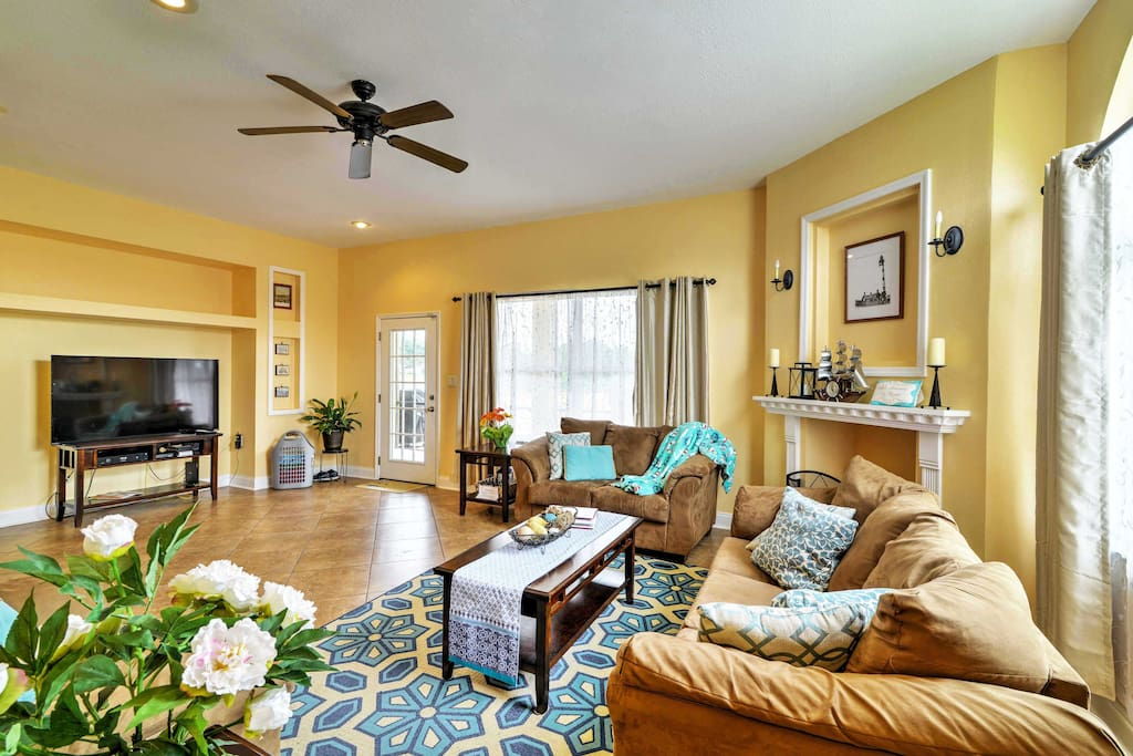 The bright interior reflects a true Sunshine State home.