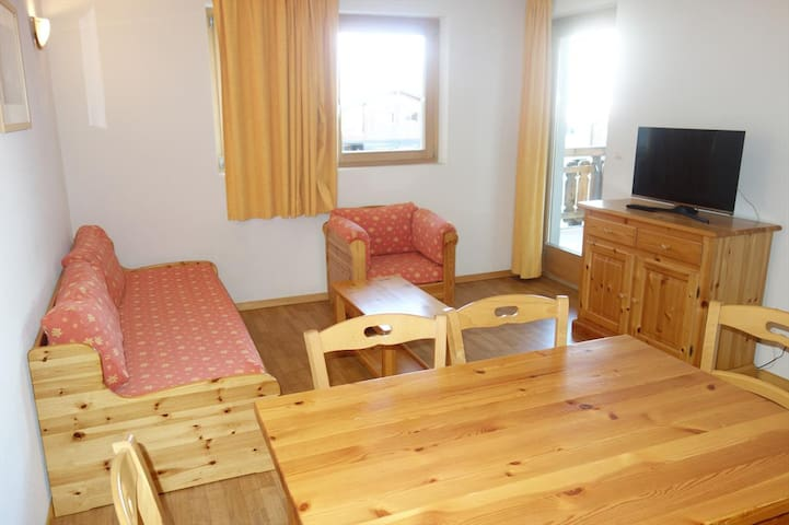 1 Bedroom apartment for 6 people 39m², situated on the piste and 150m from the resort's shops and restaurants.