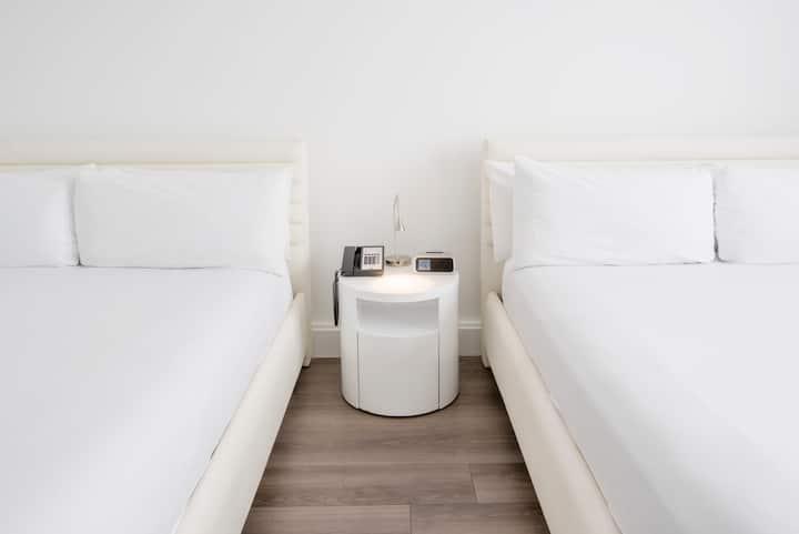 Penthouse Room Queen beds & Breakfast-Near Beach