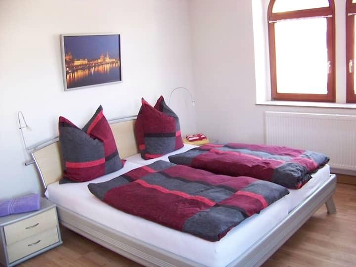 SASKIA FeWo Zimmer Nr 3 hat 2 Betten (Doppelbett)
