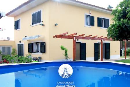 LagoaHouse_ Moradia c/ jardim, piscina,barbecue