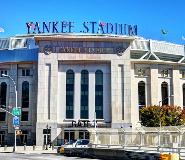 5 Minute walk from Yankee Stadium Suite