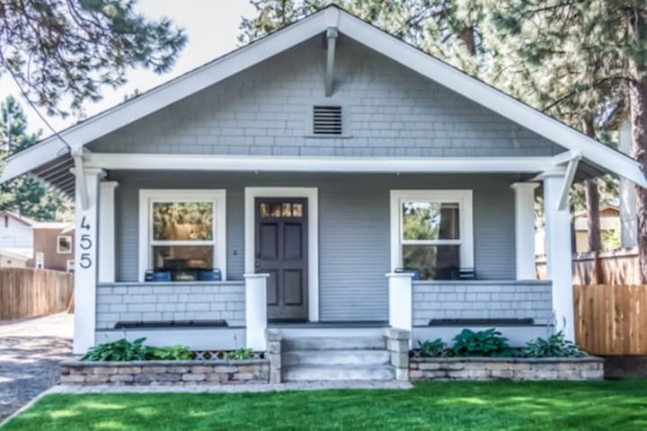 Updated Bungalow, close to everything in Bend!