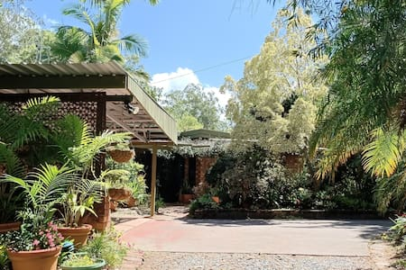 charming, semi rural   house  10kms  from  Grafton