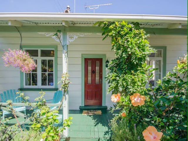 July school holidays- peaceful home & garden. - Auckland