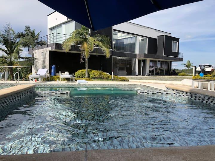 Hermosa Finca Moderna 3  piscinas, Jaccuzi,Muelle,