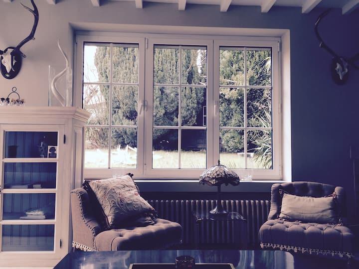 Maison entièrement meublée avec jardin- Libre!