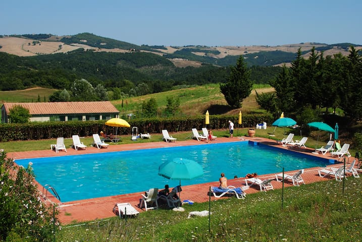 B&B in farmhouse:wiews & pool Volterra-S Gimignano