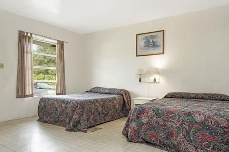 Room with 2 Double Beds at JJ's Motel