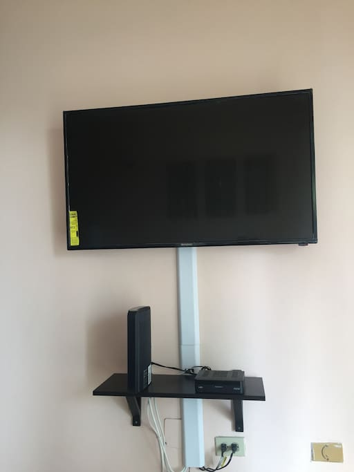 TV w/Cable & Wifi