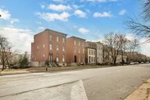 Lafayette Square is centrally located to many St. Louis attractions: Downtown, STL Zoo, City Museum, MO Botanical Garden, Cathedral Basilica, The Arch, the many sporting venues, and much more are less than 4 miles away.