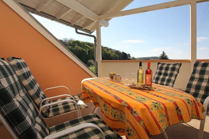Ferienwohnung Schnee, (Vogtsburg-Bischoffingen), Ferienwohnung mit 85 qm, 1 Schlafzimmer für max. 2 Personen