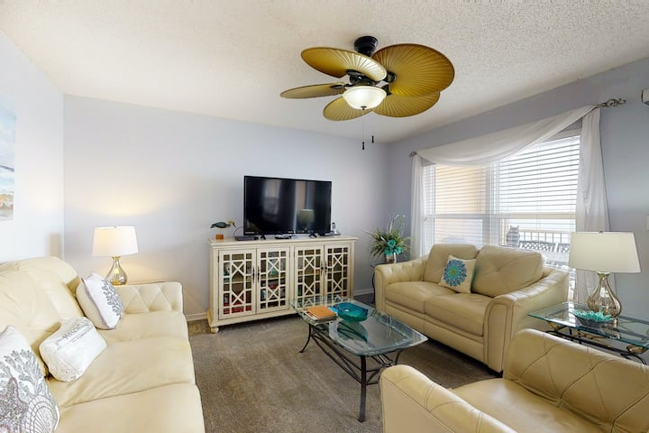 7th Floor Condo, 2 Beach Chairs Included, Quick Walk To Beach
