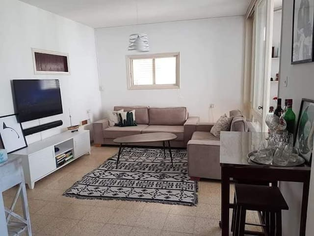 Lovely apartment minutes from the park
