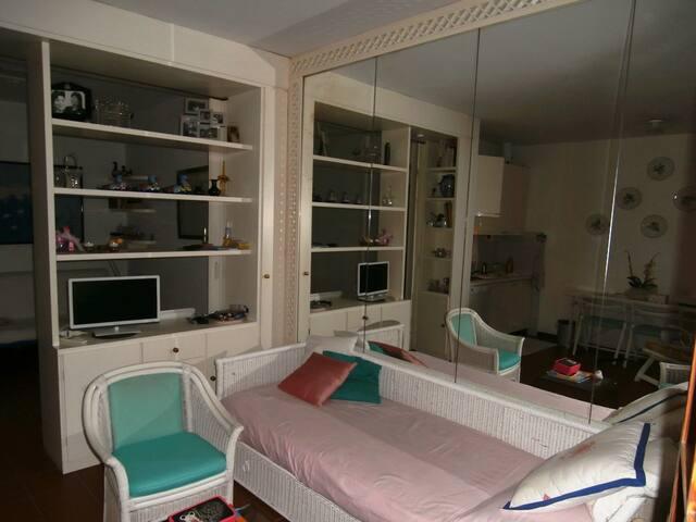 Minippartamento con terrazza e posto auto coperto. - Castiglione della Pescaia - Apartamento
