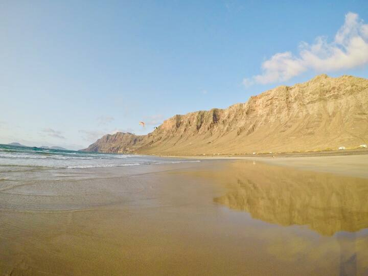 Amazing Famara beach lanzarotescape.com