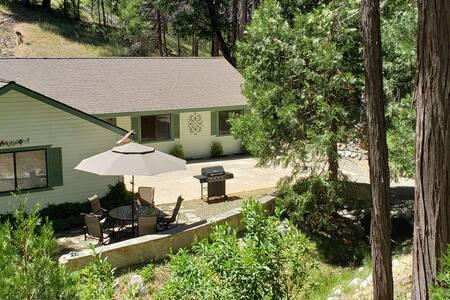 Beautiful Creekside Home near Yosemite