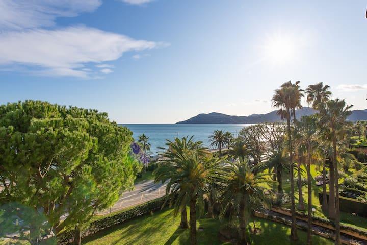 T2 Splendide vue mer Cannes terrasse soleil parkg