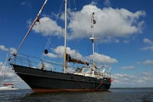 By renting our Houseboat you contribute to our dream to sail around the world with this Suncoast 39.  Thank you!