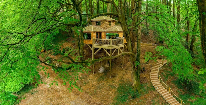 Romantic Treehouse Retreat for Two