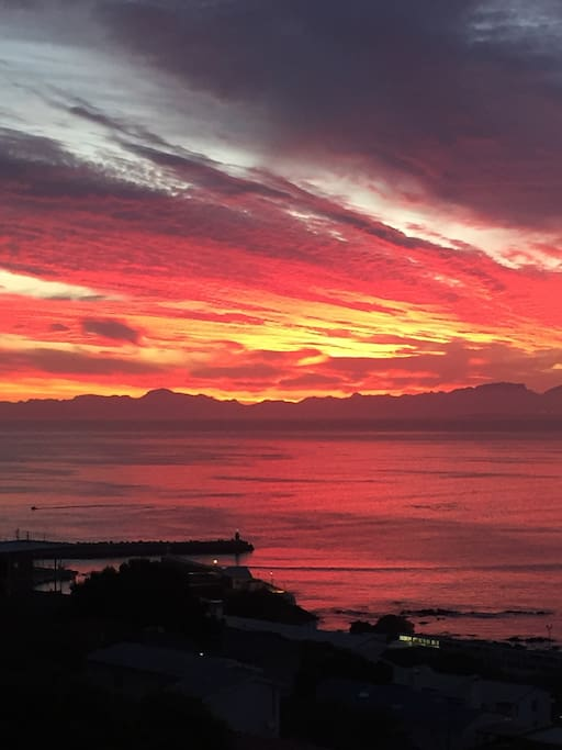 Another beautiful sunset with table mountain in the background