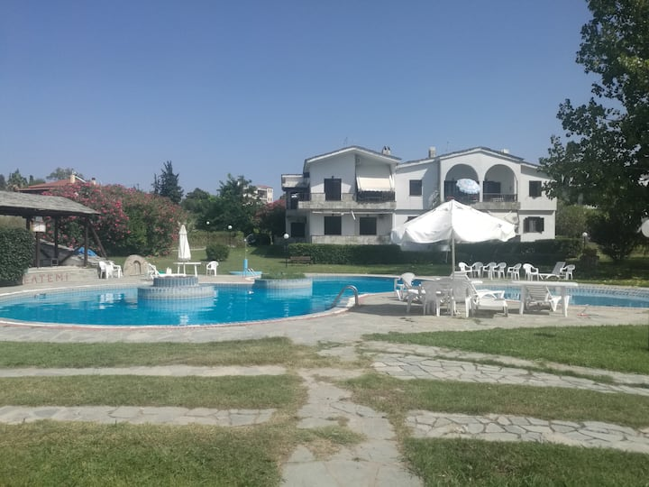 MELTEMI FAMILY HOUSE WITH SWIMMING POOL