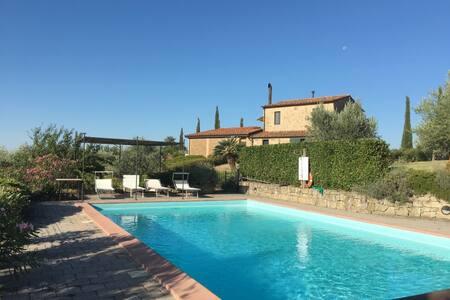 Appartamento indipendente con piscina privata