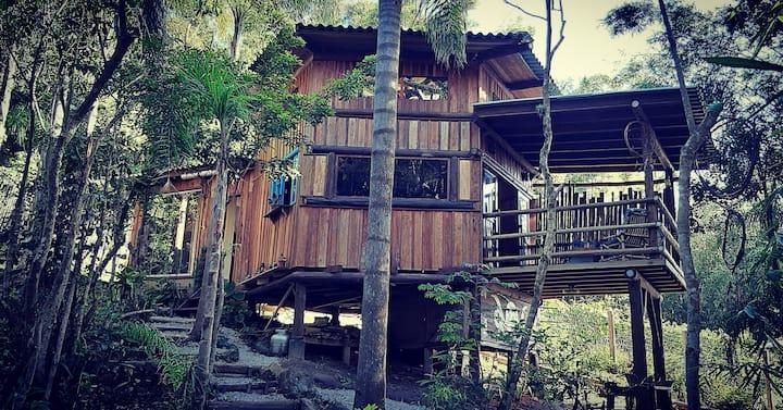 Charmosa Casa Integrada com a Natureza