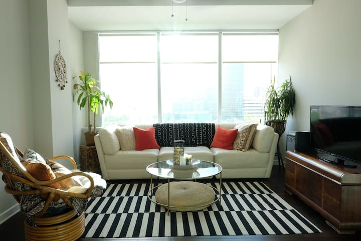 Cozy Zen Garden Downtown Apartment