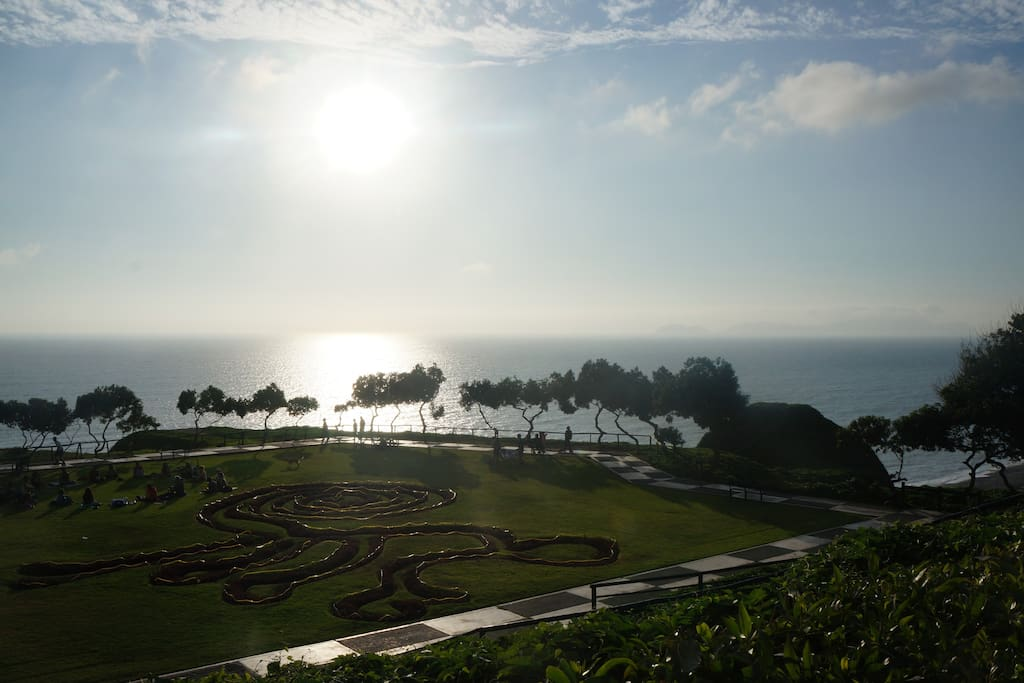 We are very close to the boulevard with a spectacular view at the Pacific!!!