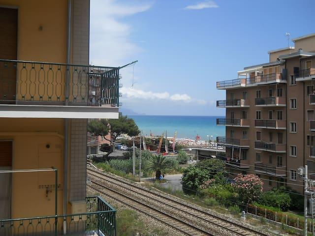 Appartamento a due passi dal mare - Borghetto Santo Spirito - Wohnung