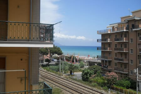 Appartamento a due passi dal mare - Borghetto Santo Spirito - Квартира