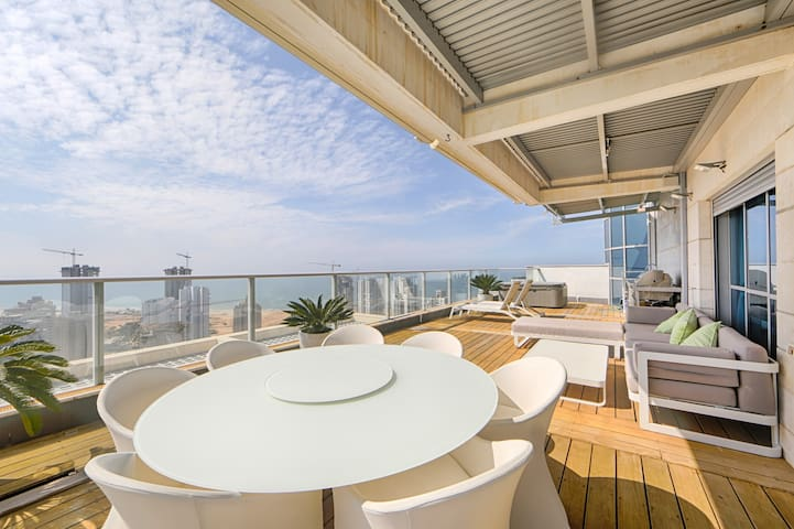 Luxurious ocean view penthouse