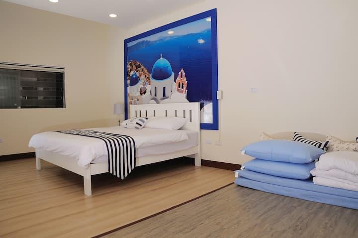 海洋風情4人房 遇見幸福地民宿、東港大鵬灣。