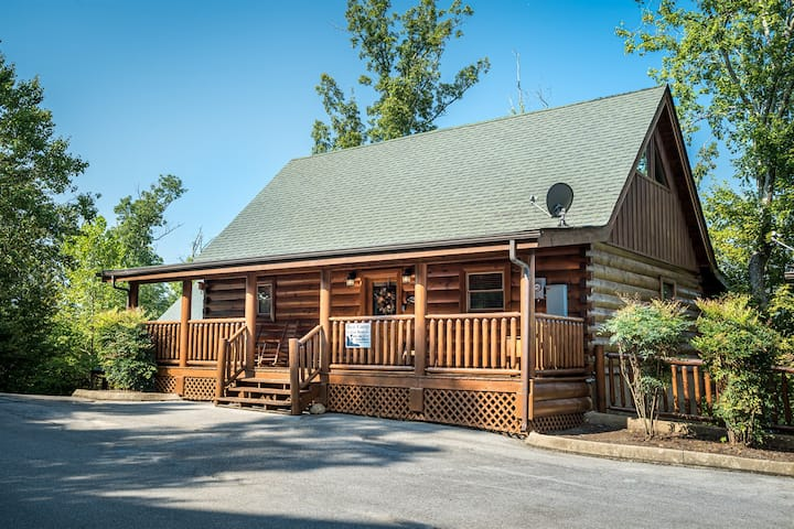 Bearly Behavin Cabin Rental