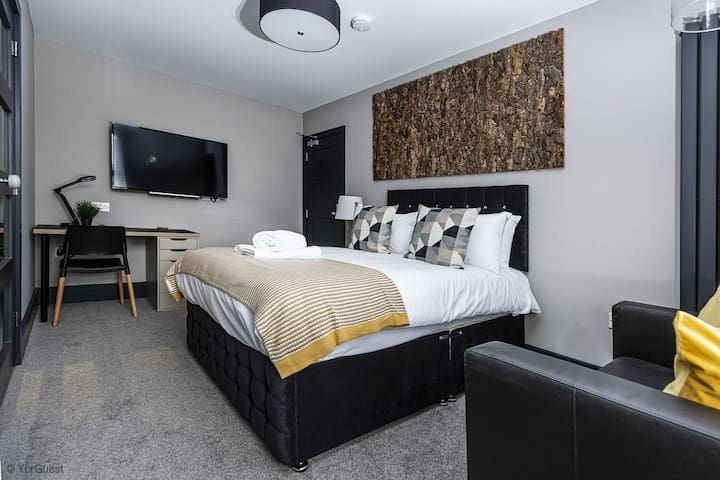Luxury Suites and Studios by BOOTique Wakefield 4