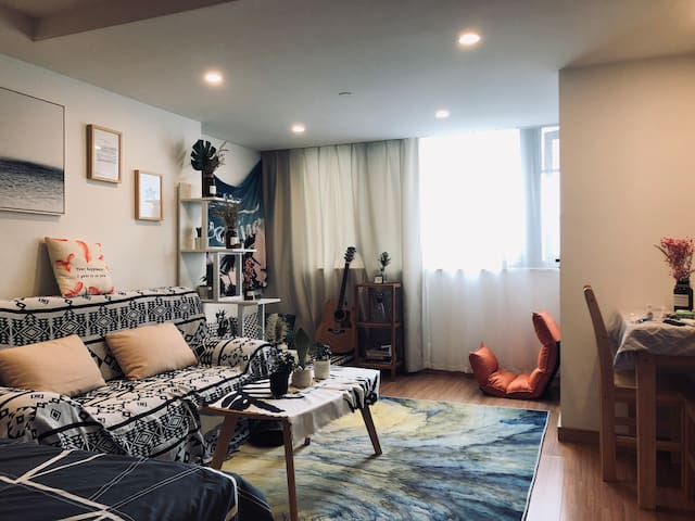 复古单身公寓 49平超大空间 温馨原木 独立厨卫
