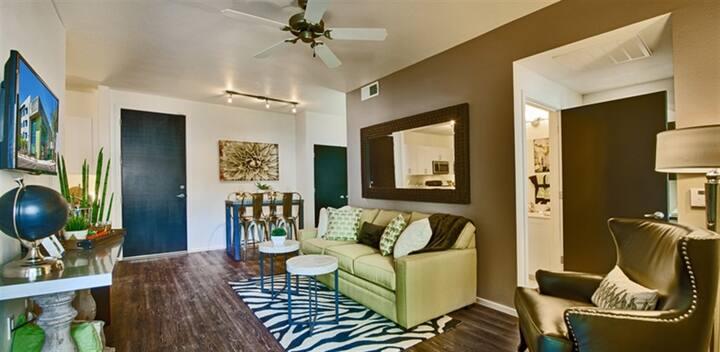 Studio apt w/ hotel-like amenities in Phoenix