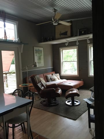 Quiet Carriage House Apartment. Enjoy Wilmington ! - Wilmington - Casa de huéspedes