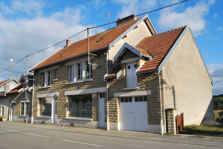 Maison avec jardin allant jusqu'à à la rivière