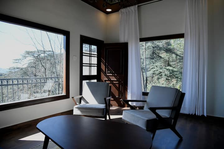 Entire Heritage Cottage of 7 Suite Rooms in Shimla