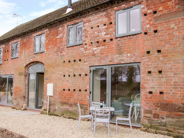 THE PARLOUR, pet friendly in Waters Upton, Shropshire, Ref 980973