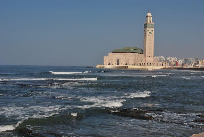 Appartement, vue sur mer face à la mosquée Hassan