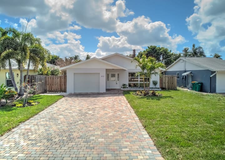 **Relax Poolside & Walk or Bike to the Beach From This Amazing Naples Park Pool Home**