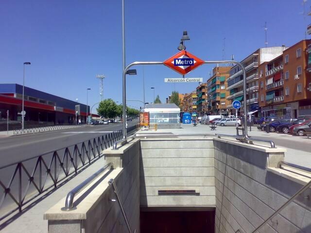 Hospedaje tranquilo cerca de metro, renfe y bus