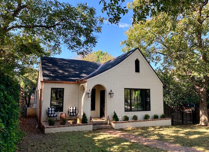 Upscale SoCo Bungalow with Heated & Chilled Pool